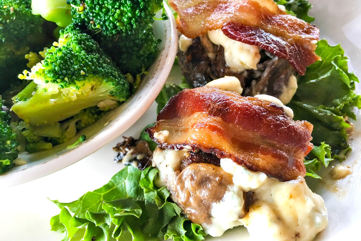 Keto sliders are an easy low carb meal that can be put together quickly. This gluten free keto slider recipe features grassfed beef, uncured back, blue cheese and mushrooms!